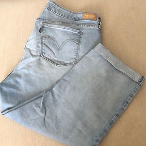 Levi's 711 light wash Capri jeans.  Size 16